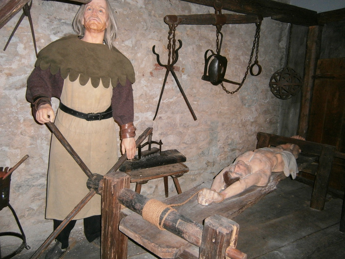 Women tortured in medieval video porn picture